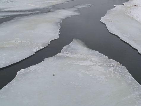 Две 11-летние подруги чуть не провалились под лед реки Миасс в Челябинске