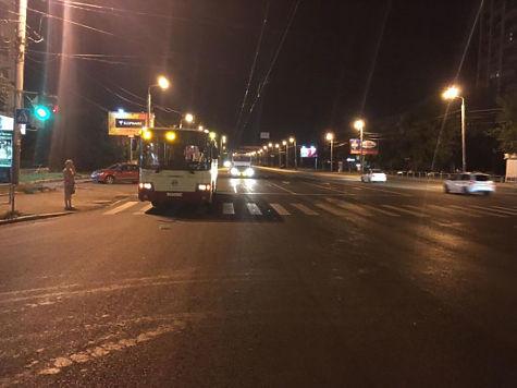 Автобус сбил мужчину насветофоре вЧелябинске