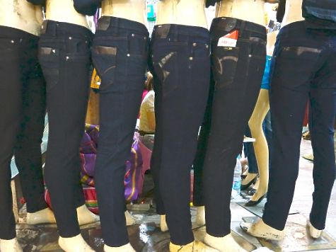 Водном изторговых комплексов Челябинска изъяли контрафактные джинсы