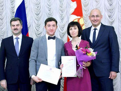 Школьники Челябинской области получили губернаторские премии