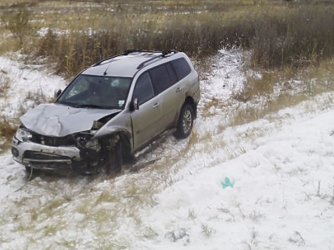 Вседорожный автомобиль насмерть сбил 2 человек наобочине дороги вЧелябинской области