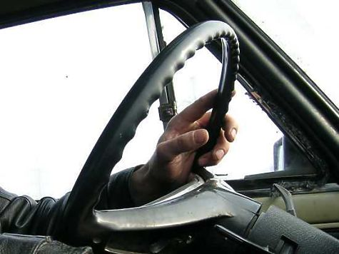 ВКыштыме шофёр маршрутки отобрал ушкольника смартфон всчет оплаты поездки