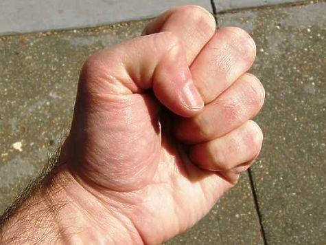 Заместителю начальника ИК-8 дали «условку» заизбиение зэка битой