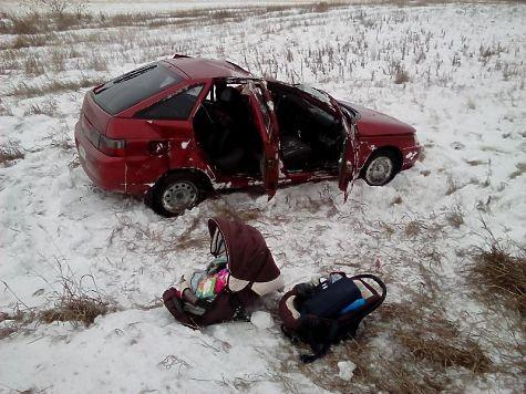 Оторвавшиеся колеса от фургона спровоцировали ДТП вЧелябинской области: пострадал младенец