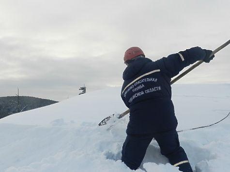 Челябинские cотрудники экстренных служб предотвратили сход снежной лавины нажилые дома