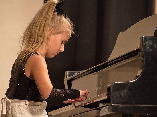 10-летняя Алиса Рогулина из Челябинска восхитила педантичных немцев джазом