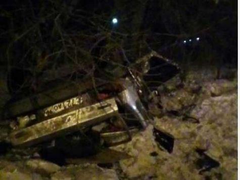 ВТракторозаводском районе автомобиль врезался встолб