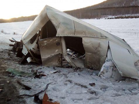 Ужасная авария натрассе М5 под Миассом: машину разорвало пополам, шофёр умер