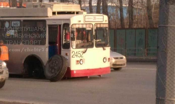 Утроллейбуса вЧелябинске впроцессе рейса отпало колесо