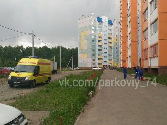 Женщина разбилась насмерть при падении с пятого этажа в Парковом