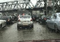 Челябинск тонет: трамваи стоят, автомобилисты сходят с ума в пробках