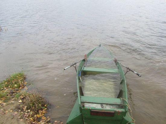 Погибли папы с детьми: на озере в Челябинской области перевернулась лодка