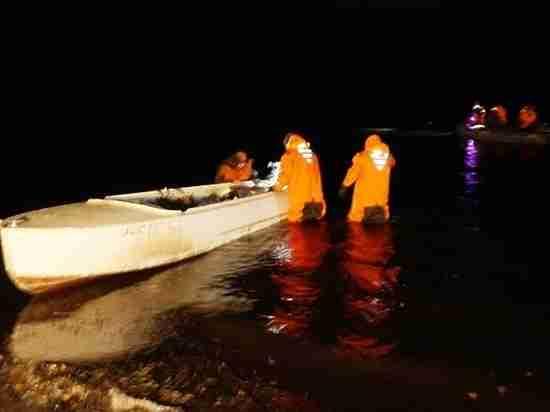 Выжили только двое: в Челябинской области перевернулась лодка. Видео