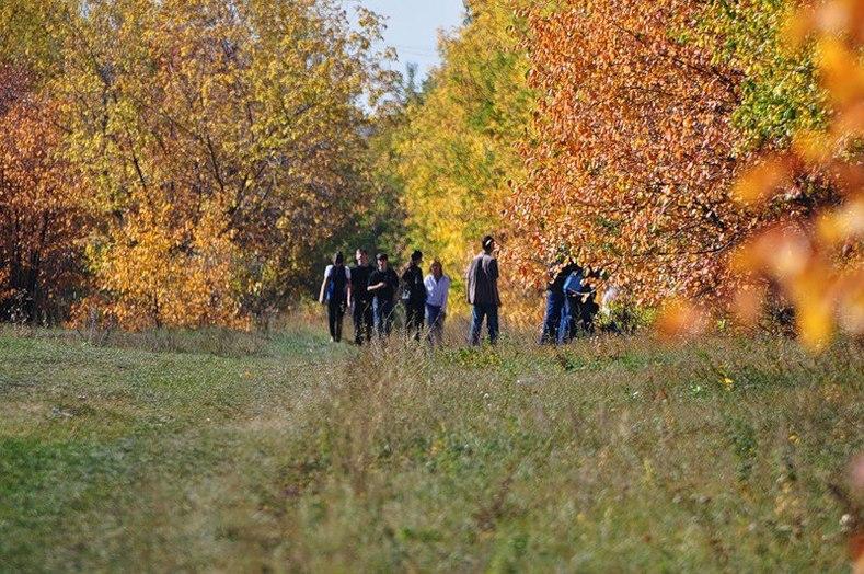Списываясь в соцсетях, челябинцы осенью ходят в «Плодушку» на экскурсии, собирают яблоки, груши и сливы