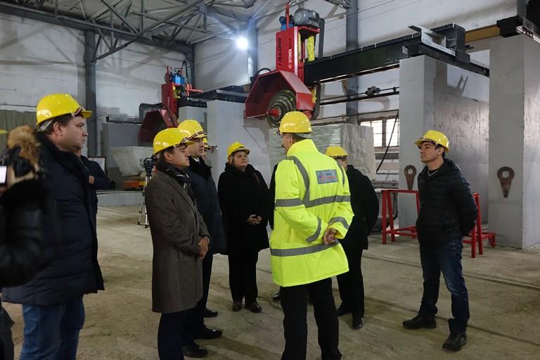 Под Челябинском открылся завод попроизводству гранитных плит ибордюров