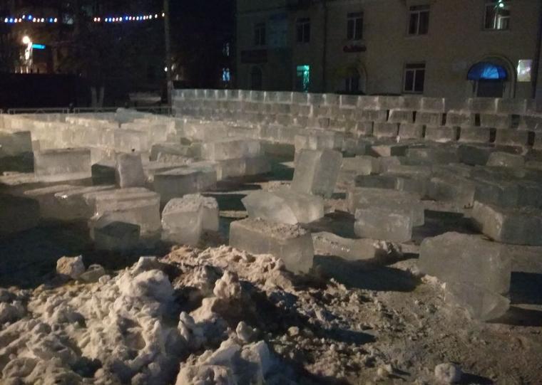 НаЮжном Урале ребенка насмерть придавило глыбой вледовом городке