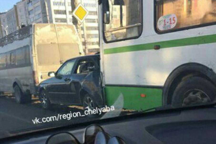 Маршрутная компания, чей шофёр  устроил ДТП страмваем вЧелябинске, действовала незаконно