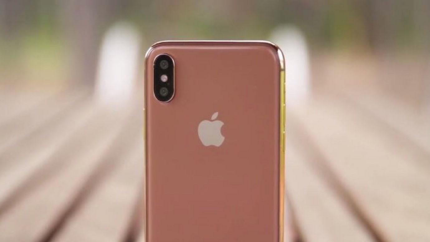 Любитель золотых батонов обзавидуется: На РФ показали золотой iPhone вчесть В. Путина
