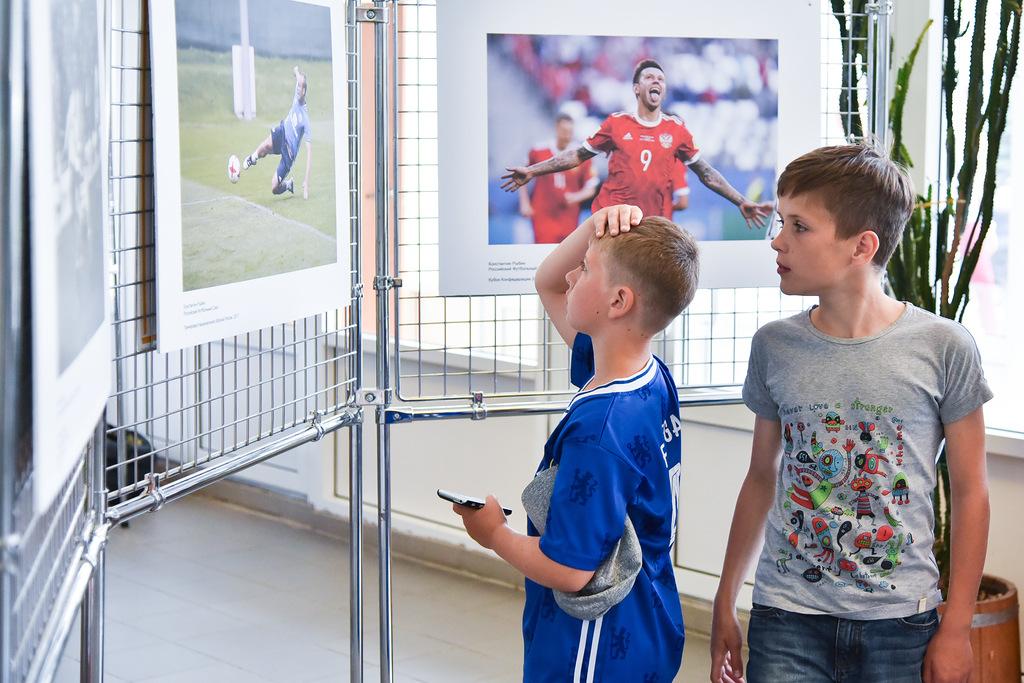 «Новатэк» организовал вЧелябинске фотовыставку «Жизнь футбольная»