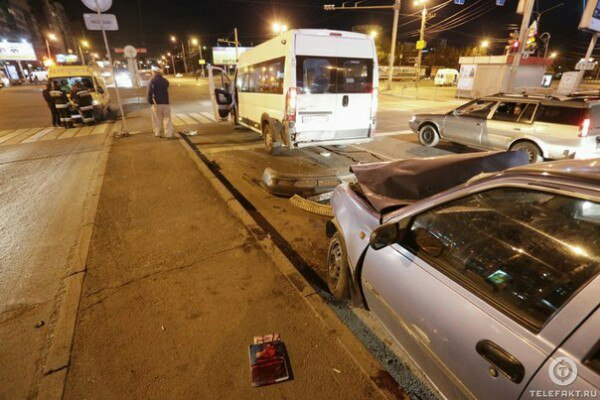 ВЧелябинске случилось крупное ДТП смаршрутным такси