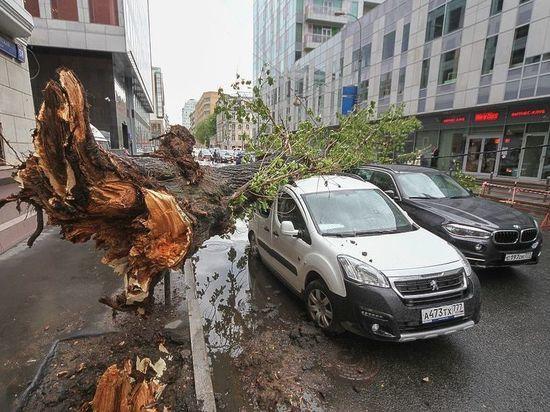Ураган, убивший людей в столицеРФ, движется наУрал